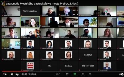 Posledné online zastupiteľstvo Prešova bol riadny bizár. Padali vulgarizmy, rasistické narážky aj podozrenia z opilosti poslancov.