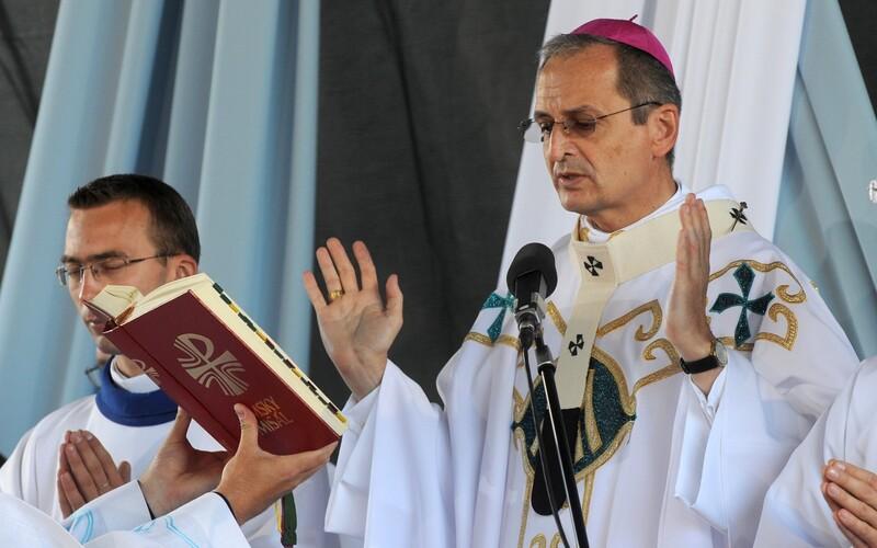 Nariadiť kňazom zrušenie omší môžu len biskupi, hovorí KBS. Sťažujú sa, že opatrenia s nimi nikto nekonzultoval.