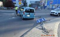 63-ročná Slovenka s 2,19 promile rozbila auto aj dopravné značky. Vraj ju zle naviedla navigácia