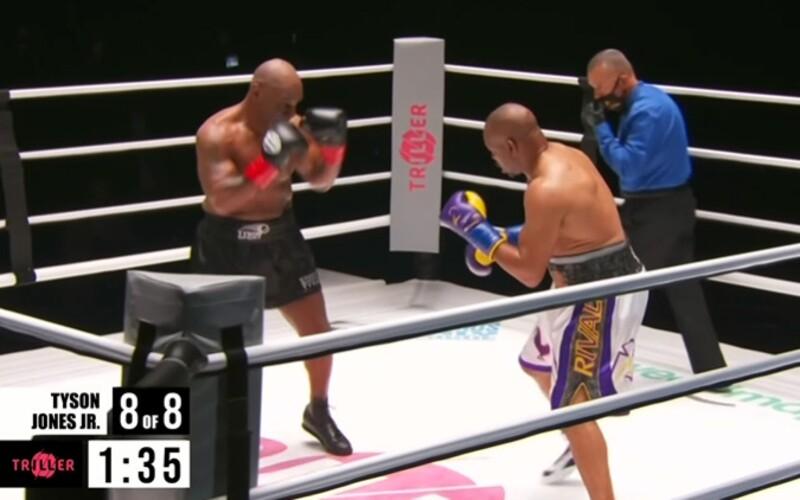 Boxerský megazápas Mike Tyson vs. Roy Jones Jr. skončil remízou. Legendy předvedly skvělou bitvu.