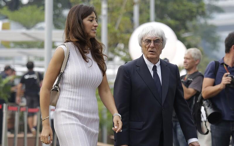 Miliardář Bernie Ecclestone se v 89 letech stane počtvrté otcem.