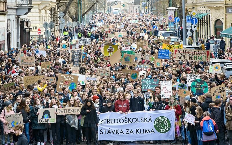 Stovky studentů v pátek vyrazí do ulic. Budou stávkovat za klima.