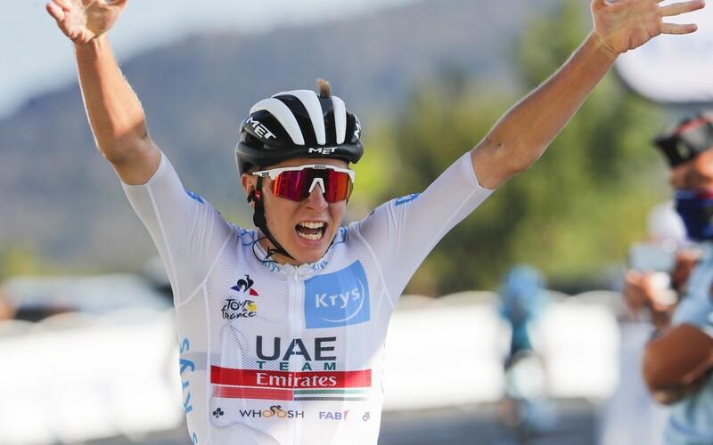 Vítězství na Tour de France si v předposlední etapě zajistil 21letý Slovinec Tadej Pogačar.