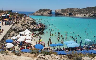 Oblíbená ostrovní destinace v Evropě ti dá kapesné 200 eur, pokud ji navštívíš v rámci letní dovolené.