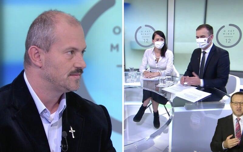 Marian Kotleba si v O 5 minút 12 odmietol nasadiť rúško, moderátor ho z diskusie nevyhodil.