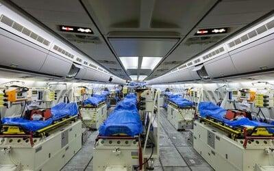Německo využívá speciálně upravené nemocniční letadlo na převoz pacientů z Itálie a Francie do svých nemocnic.