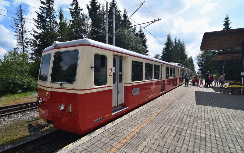 Ikonická zubačka vo Vysokých Tatrách skončila. O rok už cestou na Štrbské pleso chytíš aj Wi-Fi.
