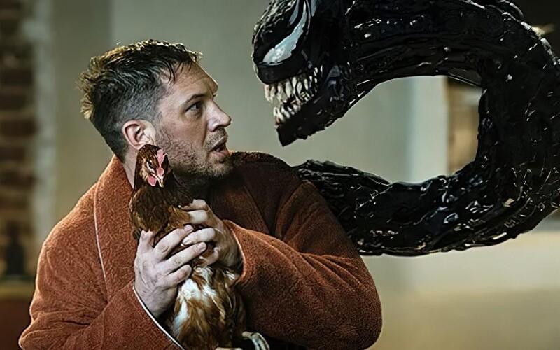Venom a Carnage se již nezadržitelně řítí do kin. Brutální záběry ukazují, jak zabíjejí lidi a trhají se na život a na smrt.