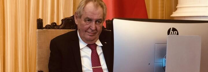 Nebyl jsi žádný zaprášený oleandr, blahopřál Zeman Klausovi k osmdesátce. I dnes, novinářům navzdory, pronášíš jasné názory