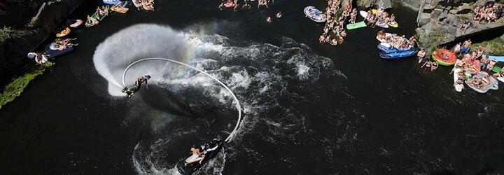 K zatopenému lomu se opět sjede světová skokanská špička.Letošní Highjump okoření skvělí DJs i bývalý člen The Prodigy