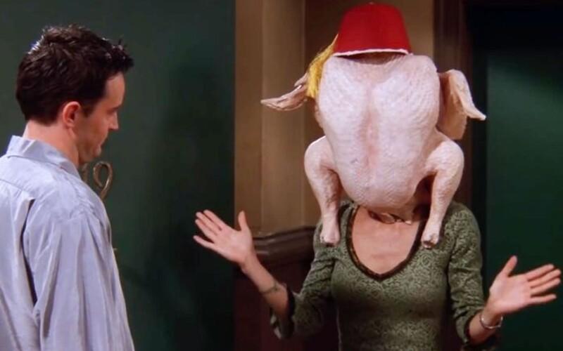 Seriálová Monica Geller opäť tancuje s moriakom na hlave: Zopakovala si nezabudnuteľnú scénu z Priateľov.