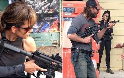 Keanu Reeves a Halle Berry si při natáčení Johna Wicka 3 užívali trénink bojových umění a střelbu
