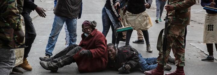 VIDEO: Matka hodila své dítě z balkonu hořící budovy do davu cizích lidí. Nepokoje v Jihoafrické republice přetrvávají