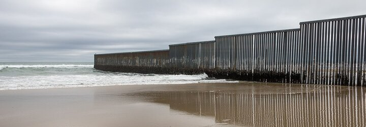 Nasadil si americké trenky s hraničným múrom, ale Mexičan ho poriadne zmlátil. Výsmech boxera dopadol prinajmenšom humorne