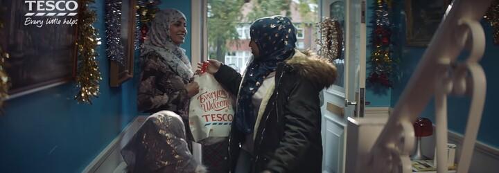Vianočná reklama Tesca rozzúrila ľudí. Moslimovia v nej chcú tiež osláviť sviatky