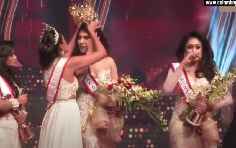Bývalá kráľovná krásy strhla novej miss Srí Lanky korunku, dôvodom mal byť jej rozvod. Nasadila ju na hlavu vicemiss.