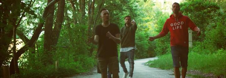 Dobrí chlapci z Mojej reči a Speezy predstavujú svieži letný videoklip ku skladbe Všetko OK
