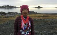 7 maratónov na 7 kontinentoch za jediný týždeň. Aktívna 70-ročná babička získala parádnym kúskom uznanie naprieč celým svetom