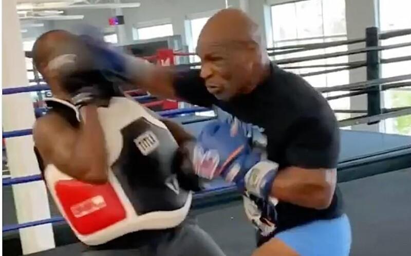 VIDEO: Mike Tyson má i v 54 letech obrovskou rychlost. Na tréninku téměř odrovnal svého trenéra.