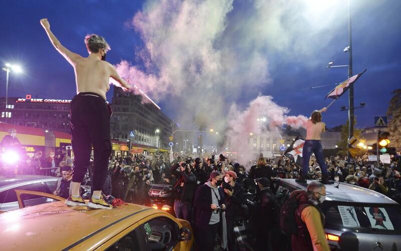 Poláci nechodí do práce, nesouhlasí se zákazem interrupcí. Vyhlásili celostátní stávku.