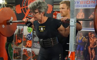 71-ročná babička búra všetky fitness mýty. Posilňuje, chodí na súťaže a vyzýva aj ostatné ženy, aby sa nebáli ťažkých váh