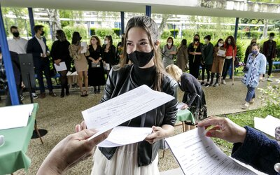Ak maturanti nenastúpia na prezenčné vyučovanie, môžu skončiť na komisionálnych skúškach, varujú školy.