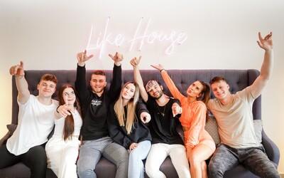 Like House si odbyl svoji premiéru. Anna Šulc tvůrcům poslala klaunské emoji.
