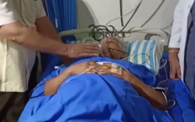74letá žena porodila dvojčata, o děti se bude starat s 80letým manželem