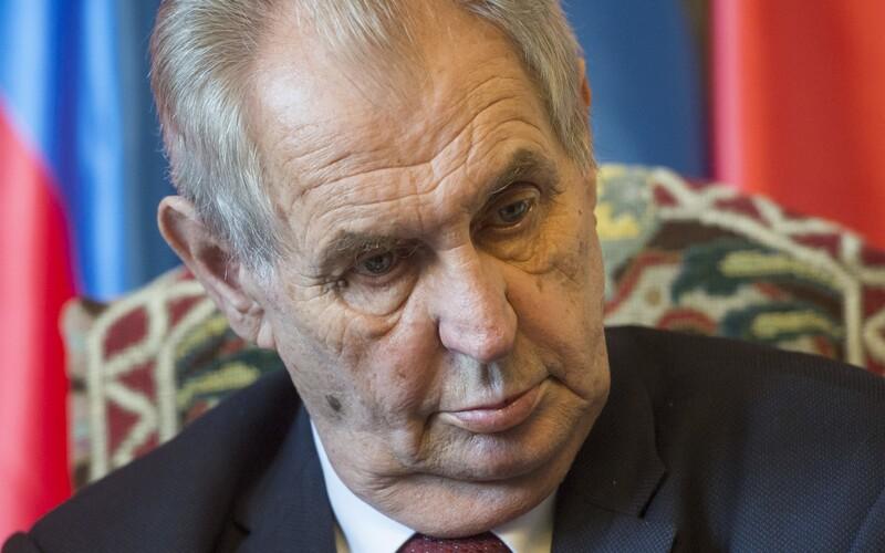Zeman se k tornádu vyjádří až v neděli, poslal vzkaz přes mluvčího. Slovenská prezidentka Čaputová vzkázala, že na oběti myslí.