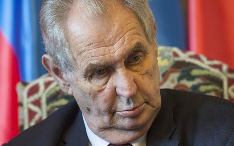 Prezident Miloš Zeman je stále v nemocnici. Shrnujeme, co víme o jeho hospitalizaci.