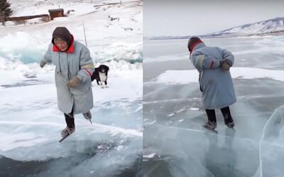 76letá babička brázdí zamrzlý Bajkal na bruslích z 2. světové války. Drsný život by neměnila, ke štěstí jí nic nechybí