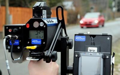 Italka měla jet podle policejního měření se svým Fordem Focus 703 km/h. Musí zaplatit pokutu 22 tisíc.