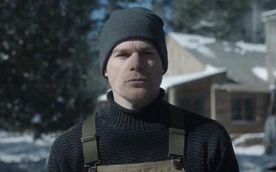 Dexter v prvním traileru utíká před krvavou minulostí. Žije v přetvářce, která ho unavuje.