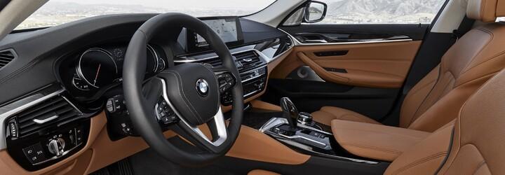 Nové BMW radu 5 prichádza. Nechýba ovládanie gestami, parkovanie kľúčom či M550i, ktoré je rýchlejšie ako M5-ka!