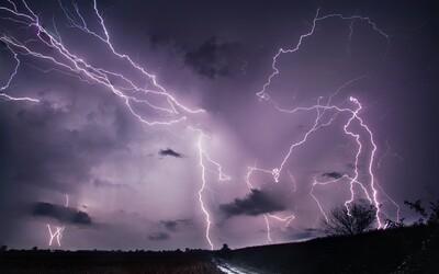 ČHMÚ rozšiřuje předběžné varování: Tropické teploty mohou utnout silné bouřky na celém území Česka.