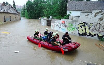Hladiny řek v Česku se budou zvedat. Meteorologové varují před povodněmi v těchto krajích.