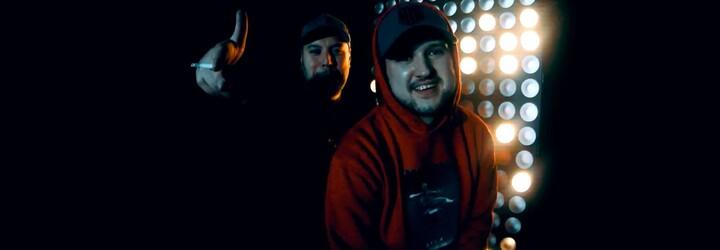 OTIS a Grimaso posielajú jednoduchý vizuál ku skladbe Noví Rapperi, ktorá bola ukrytá na albume SILA