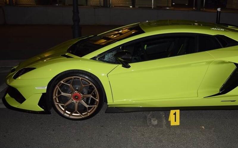 Vandal v centru Bratislavy poškodil luxusní Lamborghini Aventador.
