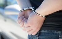 8 Čechů skončilo v poutech policie v Kosovu. Během zápasu chtěli nad stadionem vypustit dron