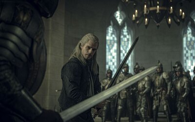 8 nových obrázků ze Zaklínače ukazuje Geralta v boji, ale i v hospodě