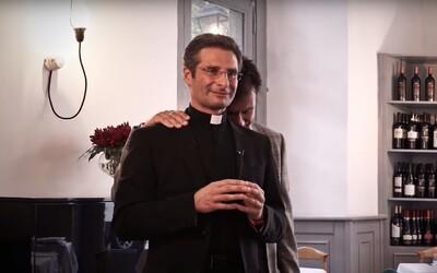 80 % kňazov vo Vatikáne sú homosexuáli. Mnohí si platia prostitútov, tvrdí francúzsky novinár
