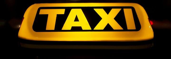 Pražští taxikáři chystají další, ještě radikálnější stávku. Boj taxi vs. Uber pokračuje