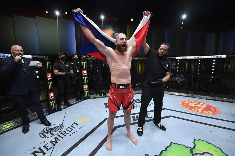 Kto bol súperom Jiřího Procházku v jeho UFC debute?