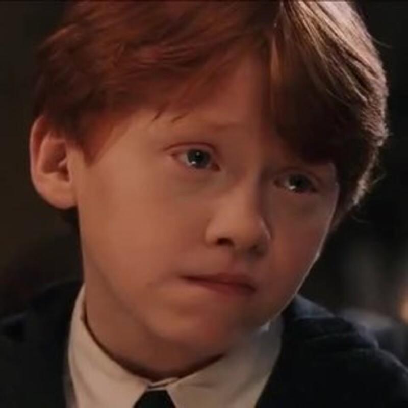 """""""Moje meno sa ti zdá smiešne? Teba sa človek ani pýtať nemusí, kto si. Otecko mi povedal, že všetci Weasleyovci majú červené vlasy, pehy a viac detí, ako si môžu dovoliť."""" Odkiaľ pochádza tento citát?"""