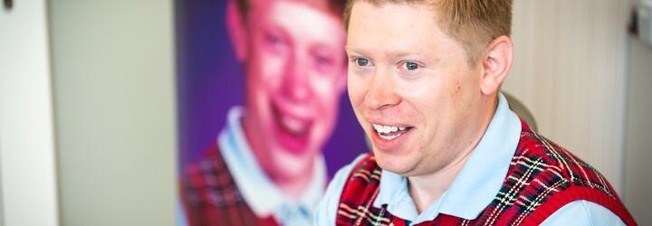 Bad Luck Brian: Mnohí si neuvedomujú, že tú fotku som urobil naschvál. Niektoré roky mi zarobila viac ako desaťtisíc (Rozhovor)