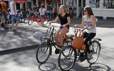 Paříž odstraní 70 % parkovacích ploch pro auta. Chce se stát městem pro cyklisty.