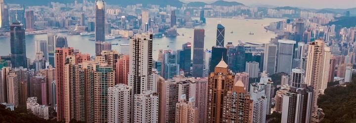Devadesátiletou ženu v Hongkongu oškubali podvodníci. V průběhu měsíců jim postupně poslala 688 milionů korun