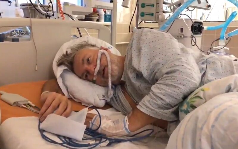 """VIDEO: """"Není to žádná sranda,"""" říká Čech napojený na intenzivní kyslíkovou terapii."""