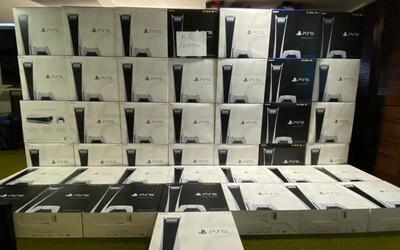 Resellerům se podařilo nakoupit 2 000 konzolí PS5. Vydělat na nich může i 52 milionů korun.