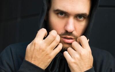 Pil C sa vracia k začiatkom kariéry, fanúšikom púšťa demo skladby Pompeje. Počúvaj jeho prvé pokusy o rap z roku 2014.